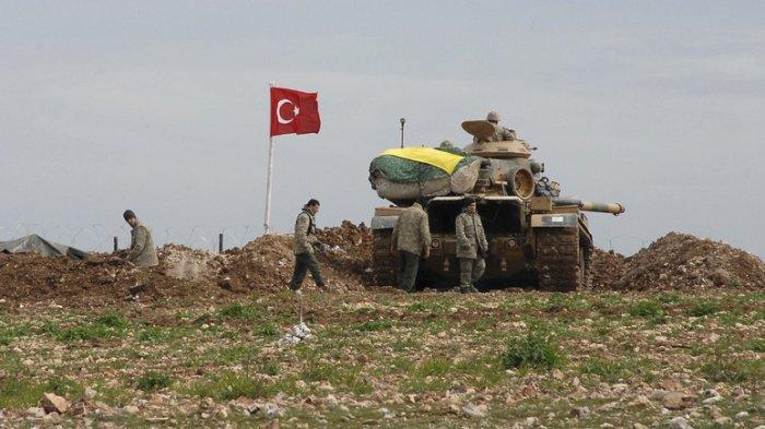 Глава МИД Турции объявил о приостановке военной операции в Сирии.