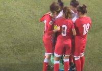 Соперницы окружили футболистку, чтобы она могла поправить слетевший хиджаб (Видео)