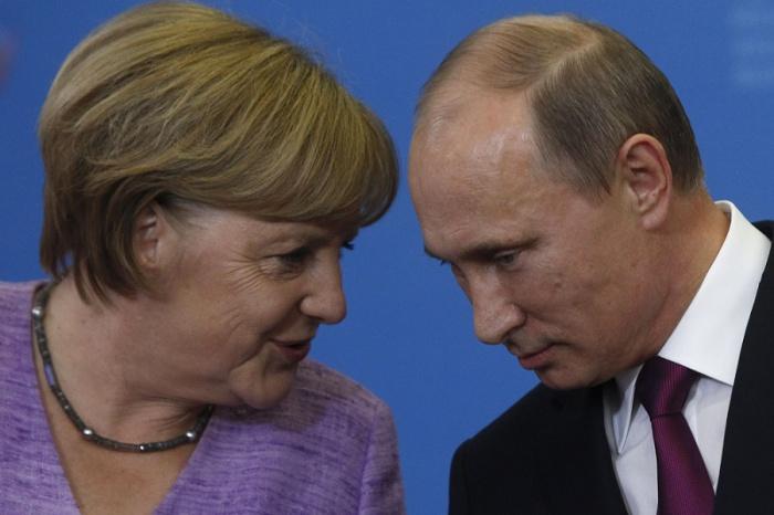 Ангела Меркель и Владимир Путин обсудили по телефону Сирию.