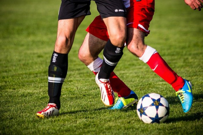 Итальянские футболисты дисквалифицированы за богохульство.