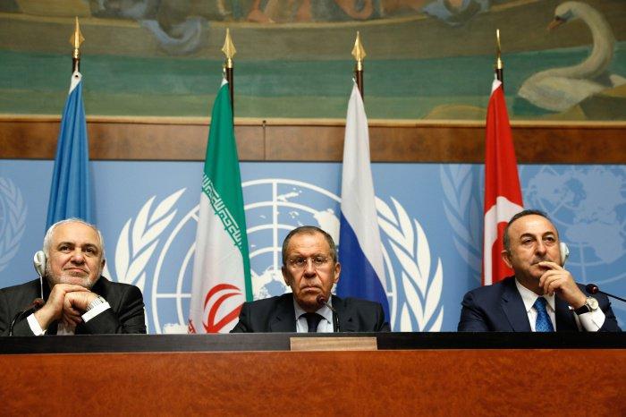 Запуск Конституционного комитета, по мнению глав МИД, доказывает, что конфликт в САР военного решения не имеет. Дипломаты подтвердили свою приверженность долгосрочному и жизнеспособному политическому процессу, осуществляемому самими сирийцами при содействии ООН (Фото: Александр Щербак/ТАСС)