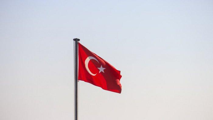 По словам министра, Анкара и Москва вместе борются с терроризмом в Сирии, поддерживают стабильность в регионе Черного моря