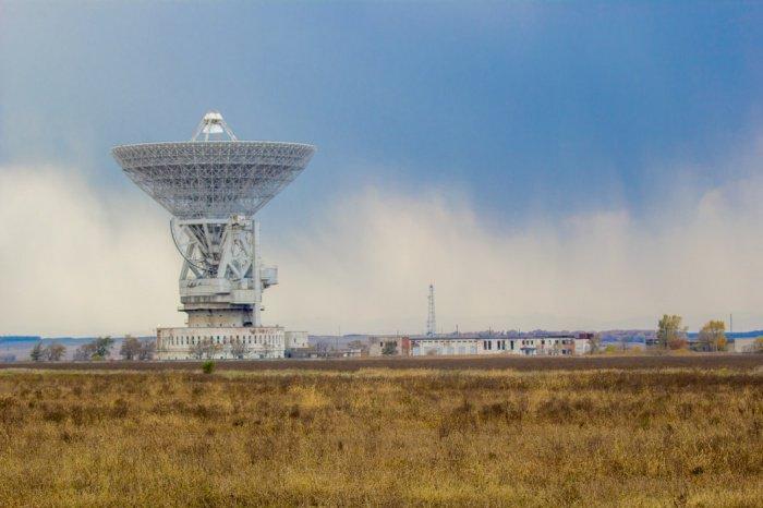Сейчас в России работают операторы, которые предоставляют услуги телефонной связи через заграничные спутниковые группировки, такие как Iridium, Inmarsat, Globalstar и Thuraya