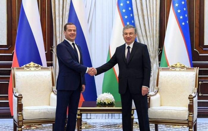 Медведев и Мирзиеев на встрече в Ташкенте.