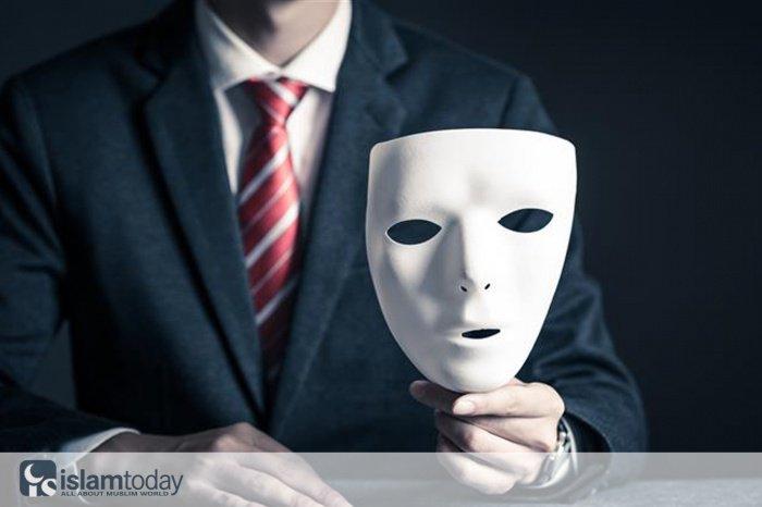 У кого в сердце лицемерие, то сердце его будто бы наполнено глиной.(Источник фото: allta.com.ua)
