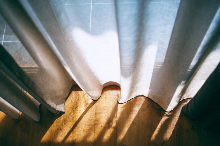 При этом восполнять дефицит света специалист рекомендует за счет яркого желтого освещения дома