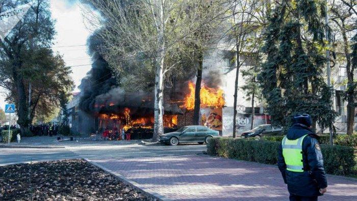 В центре Бишкека прогремели три взрыва.