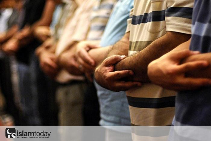 Любовь к Посланнику Аллаха (мир ему) и Всевышнему Аллаха должна служить причиной объединения мусульман, а не разделения. (Источник фото: piramithaber.com)