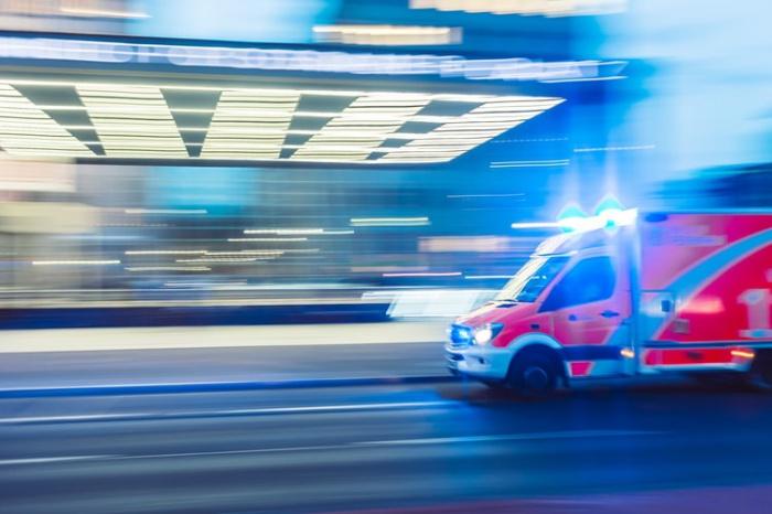 Причиной низкого уровня выживаемости, говорят американские специалисты, может быть меньшая вероятность того, что в выходные пациент окажется поблизости от автоматического внешнего дефибриллятора