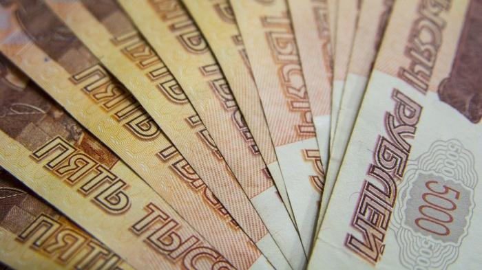 Чиновник подчеркнул, что в общей сложности за чертой бедности живут примерно 20 млн. россиян, то есть надо потратить 10 тыс. рублей на человека в год