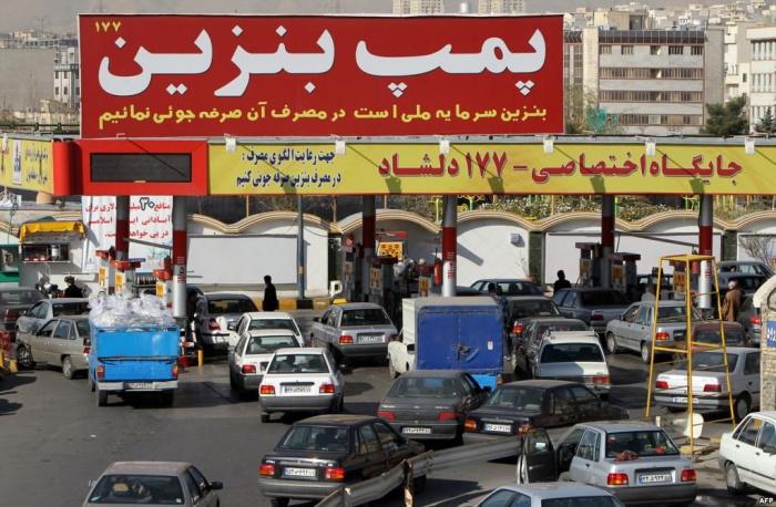Квоты на бензин ввели в Иране.