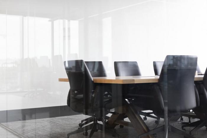 Реальная цель подобных совещаний может заключаться в том, чтобы утвердить авторитет организации и напомнить сотрудникам о том, что они являются ее значимой частью