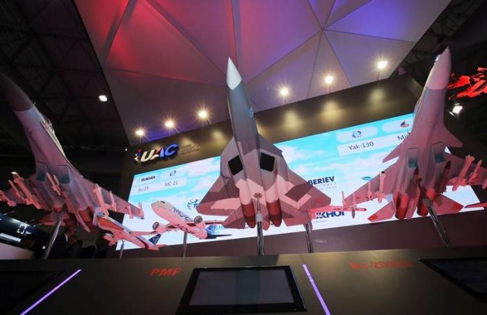 Россия принимает участие в международном авиасалоне в Дубае.