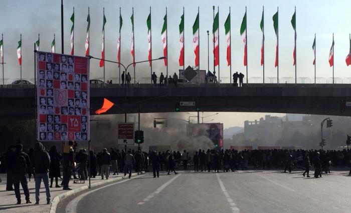 Волнения охватили 50 городов Ирана.