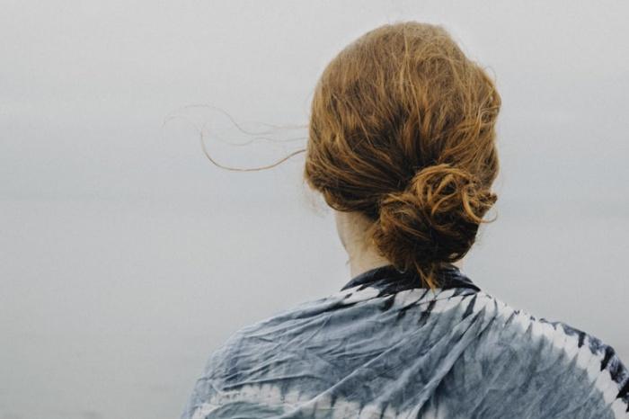 По словам медика, при попадании краски на кожу головы предотвратить аллергическую реакцию невозможно. В подобных случаях у человека может снизиться иммунная система, но открытое проявление аллергии встречается далеко не всегда