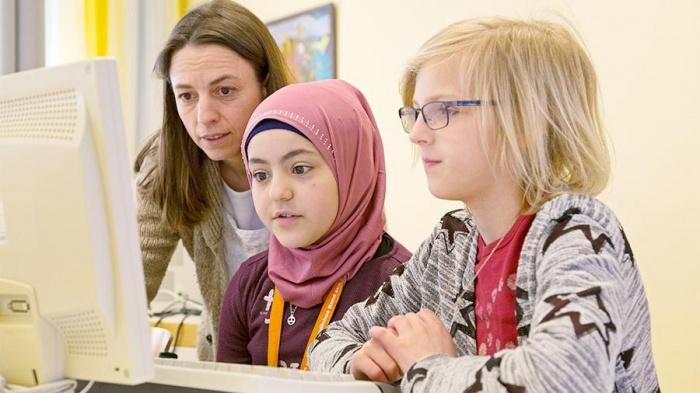 Глава ХДС допустила введение запрета на хиджаб.