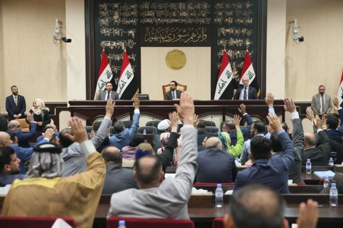 Иракский парламент отменил льготы для чиновников.