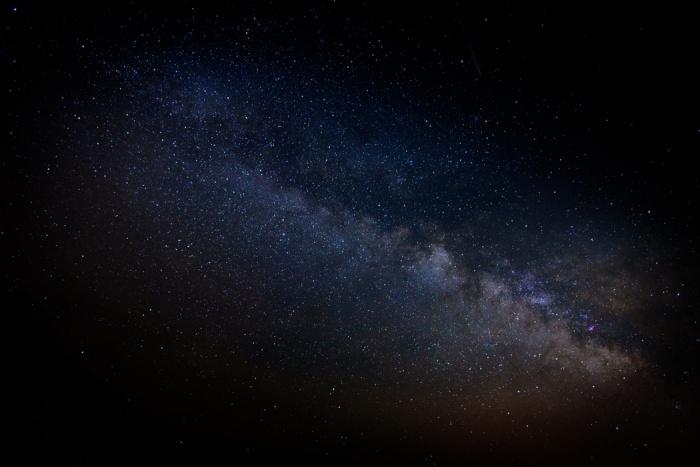 Гамма-всплески — наиболее мощные взрывы в известной Вселенной, которые, предположительно, выпускаются, когда массивная звезда коллапсирует в нейтронную звезду или черную дыру
