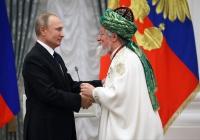 Путин вручил Талгату Таджуддину орден «За заслуги перед Отечеством» III степени