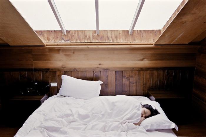 Недостаточный сон провоцирует сердечную недостаточность, в особенности у людей, которые живут в семьях с низким доходом