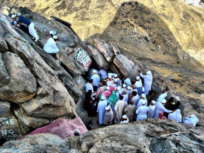 Ежегодно пещеру посещают десятки тысяч паломников со всего мира. (Источник фото: wikipedia.org)