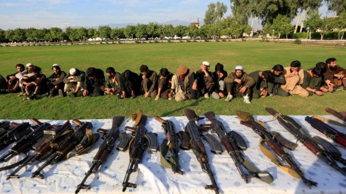 Боевики ИГИЛ в Афганистане сложили оружие.