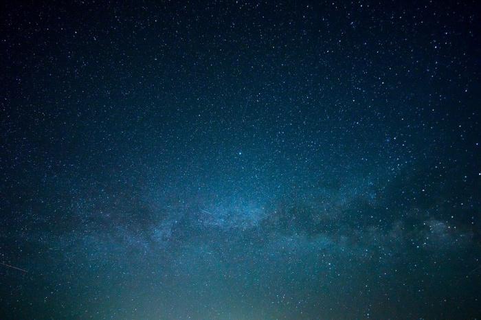 Радиовспышка, говорят исследователи, была спровоцирована магнитной активностью крупной звезды, к примеру, вспышкой