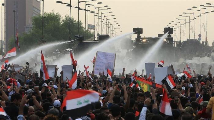 Протесты сопровождаются столкновениями с силовиками.
