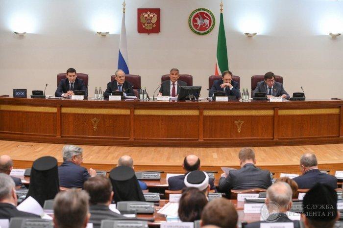 Рустам Минниханов и госсоветник Минтимер Шаймиев на мероприятии.