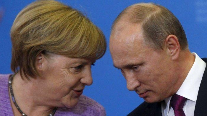 Путин и Меркель обсудят высылку российских дипломатов.