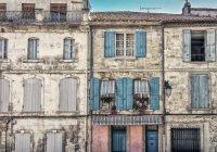 Во французской коммуне жителям запретили умирать по выходным
