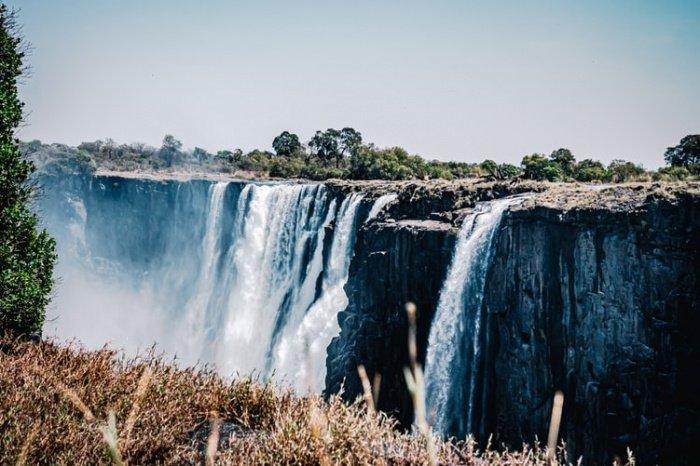 При этом причиной стала серьезная засуха нынешнего года в Юго-Восточной Африке. Это подпитывает опасения множества людей по поводу критического изменения климата