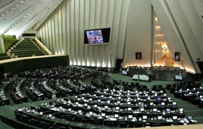 На место в парламенте Ирана предентуют более 16,5 тыс. человек.