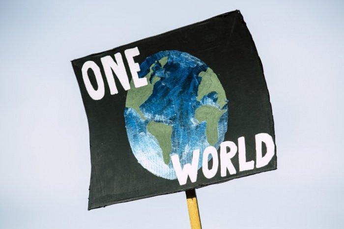 Для сравнения действия, предпринятые в рамках Киотского протокола для борьбы с глобальным потеплением, приведут к смягчению роста температуры на Земле всего на 0,12 градуса по Цельсию