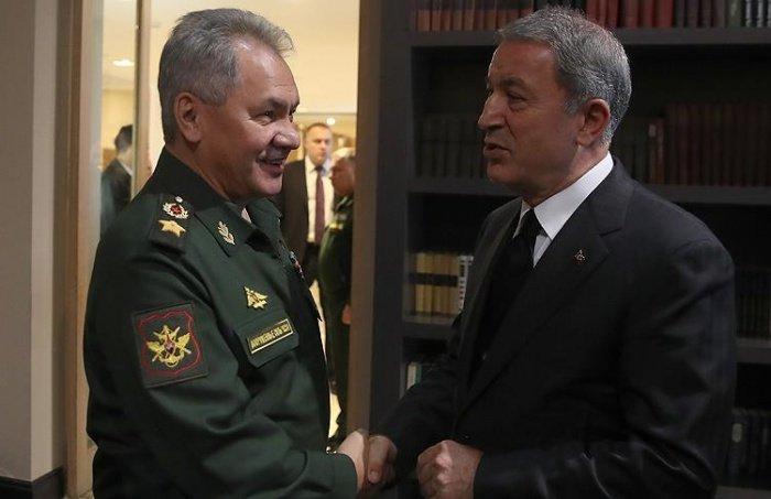 Сергей Шойгу и Хулуси Акар на одной из предыдущих встреч.