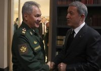 Главы Минобороны России и Турции обсудили ситуацию в Сирии