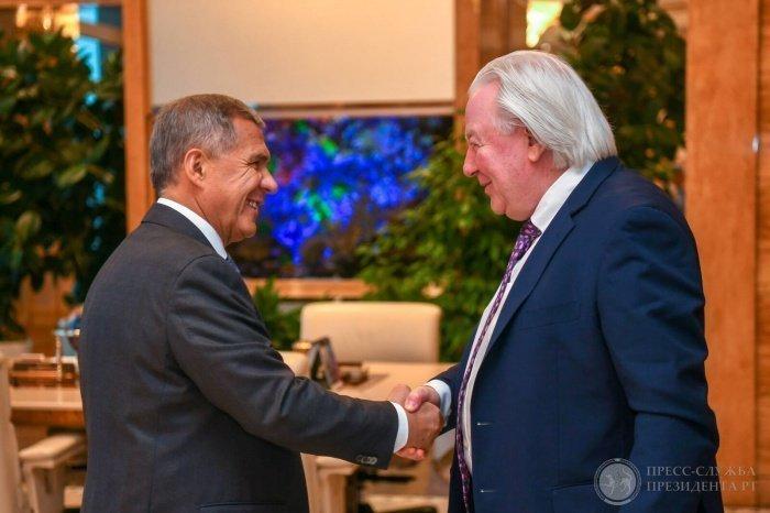 Рустам Минниханов и Грэм Кук на встрече в Казани.