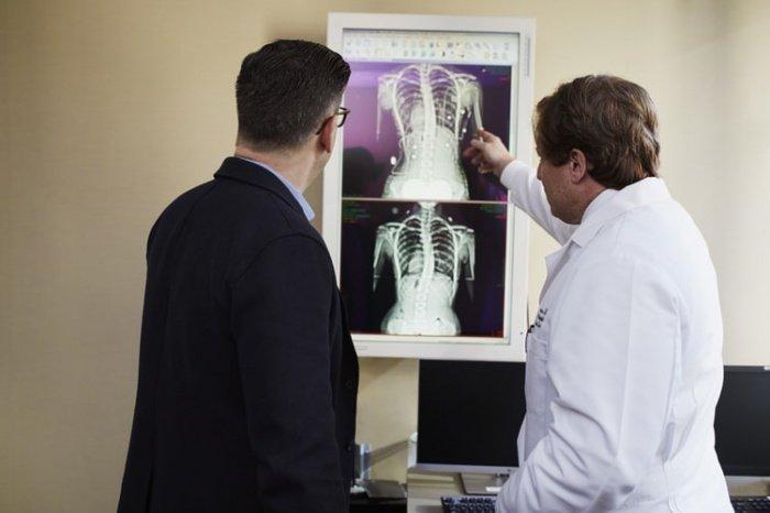 За консультациями к другим специалистам, советам к фармацевтам или близким чаще всего обращались россияне от 25 до 44 лет. Больше 70% людей старше 60 лет при этом врачам доверяют