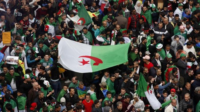 Выборы президента Алжира проходят на фоне масштабных протестов.
