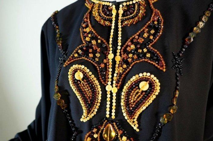 Стартовая стоимость уникальных янтарных нарядов составит 70 тысяч рублей.
