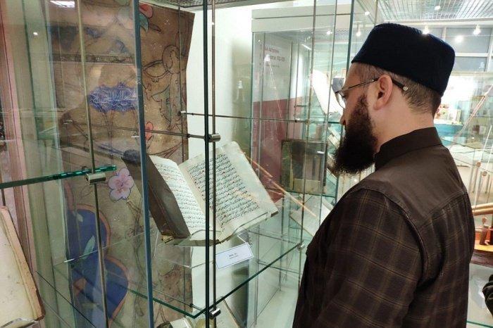 Камиль Самигуллин в Национальной библиотеке Беларуси.