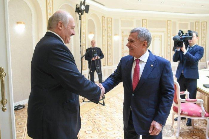 Рустам Минниханов и Александр Лукашенко на встрече в Минске.