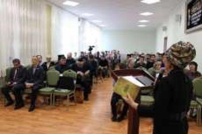 Межконфессиональная конференция проходит в РИИ.