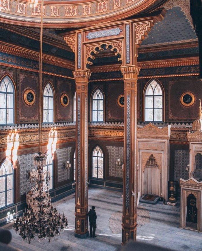 Одна из самых роскошных, но малоизвестных мечетей Стамбула