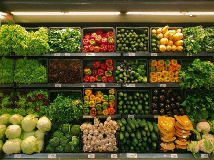 Из-за низкой температуры повышаются энергозатраты организма. Это заставляет человека выбирать более калорийную пищу