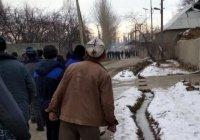 Жители приграничных районов Таджикистана и Киргизии забросали друг друга камнями