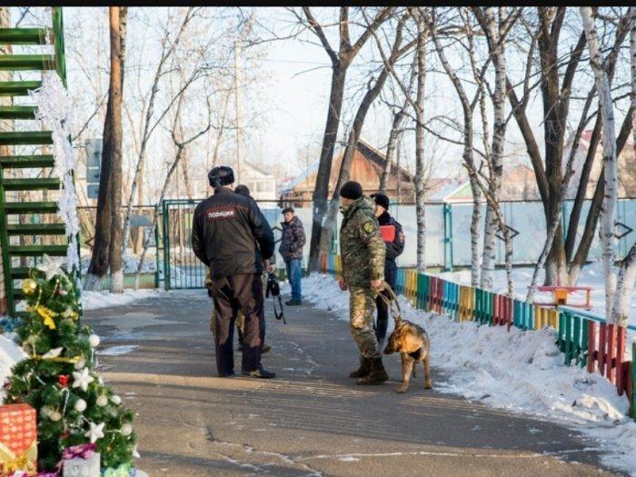 Сообщения о бомбе сегодня получили десятки детских садов России.