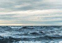 Путешественник пересечет 2 океана на катамаране с солнечными батареями