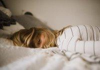 Сомнолог сообщил, сколько нужно спать в новогодние каникулы