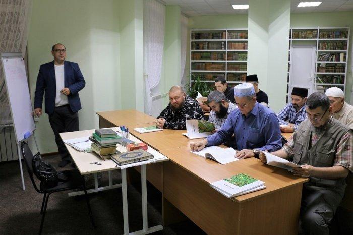 Образовательная деятельность - одно из важнейших направлений работы ДУМ РТ.